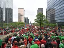L'esplanade de la gare du Nord rouge et verte de monde