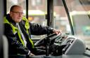 Fred Teeven werd parttime buschauffeur.