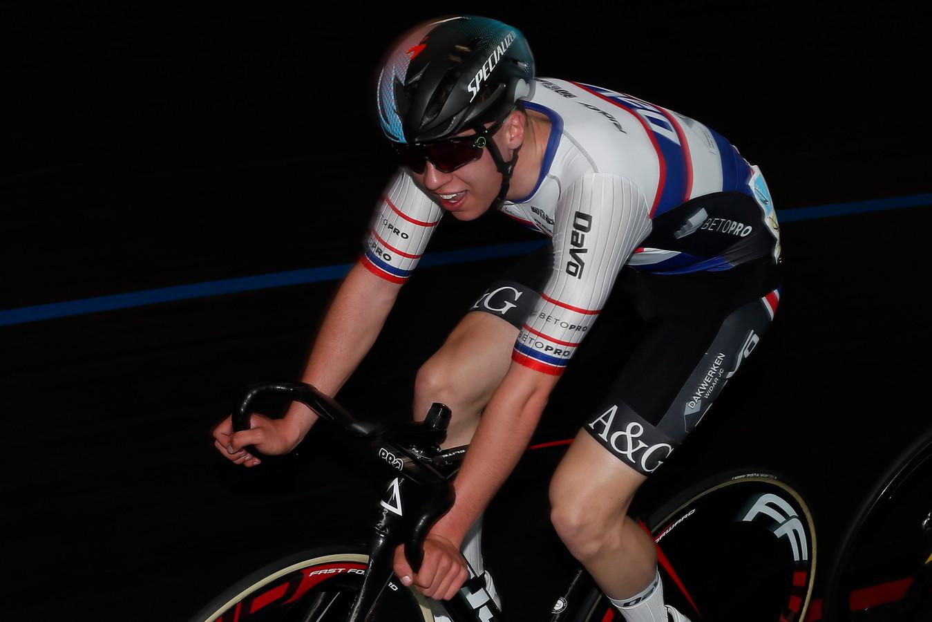 Renzo Raes werd in een internationale pistemeeting in Gent zesde in de scratch en vierde in de puntenkoers.