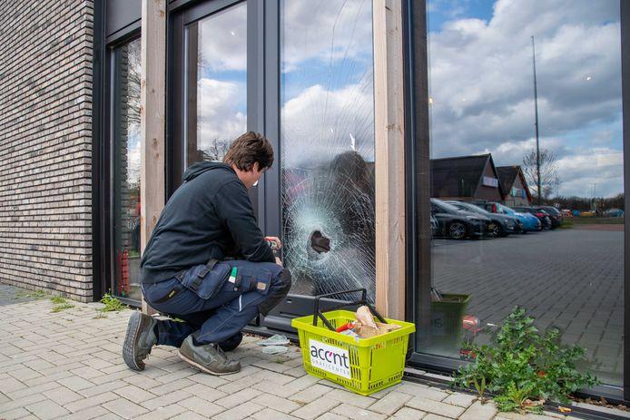 Drie inbrekers sloegen binnen een minuut hun slag in het bedrijfsverzamelgebouw aan de Goede Reede in Harderwijk.