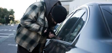 Inbreker slaat toe in meerdere auto's in Wageningen