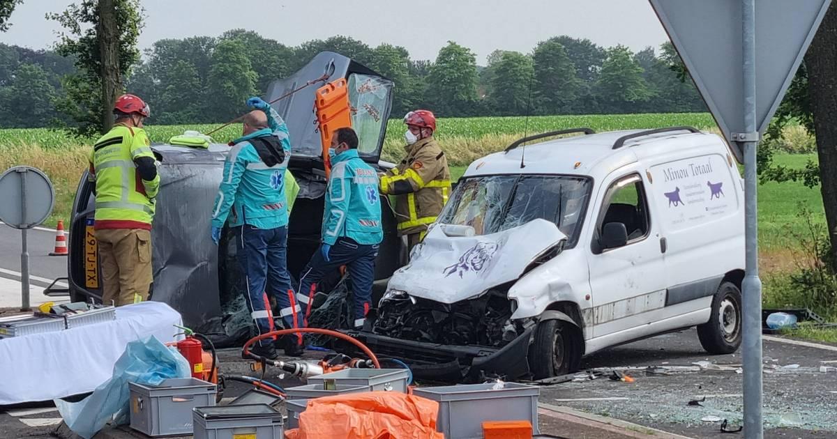 Ravage bij rotonde in Gendringen: 3 personen naar ziekenhuis na ernstig ongeluk.