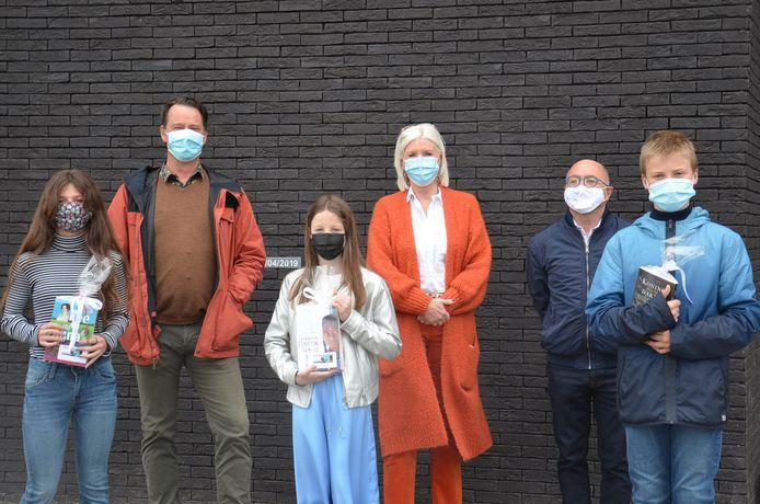 De drie winnaars van de Junior Journalist-wedstrijd van het Davidsfonds Haaltert werden bekendgemaakt aan De Spot in Denderhoutem