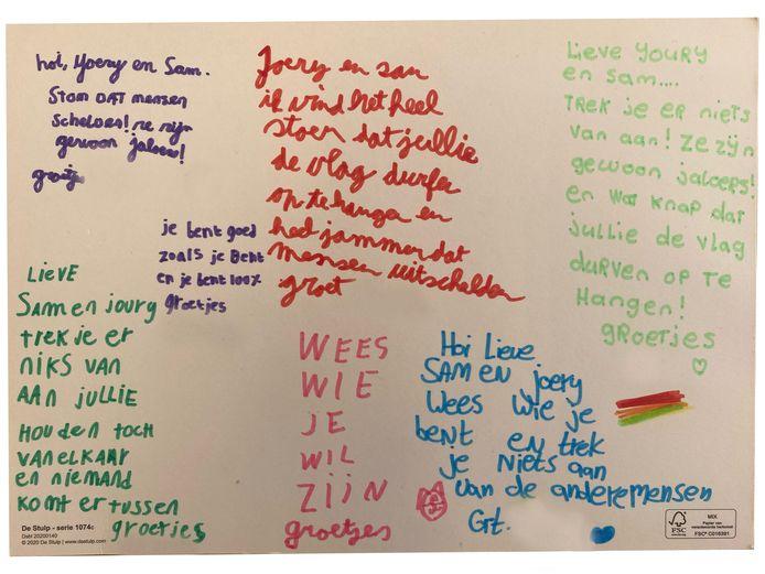 Kinderen van groep 7 van basisschool De Wijzer stuurden kaartjes aan Sam Elfvering en zijn vriend uit Ede. Elfvering hoorde de nodige scheldwoorden vanaf straat nadat hij op Coming Out Day de regenboogvlag aan de gevel had gehangen.