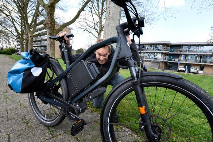 Rob van Hoogdalem gaat 7000 kilometer voor het inloophuis 'Leven met kanker' in Woerden   fietsen.  Foto Rianne den Balvert.