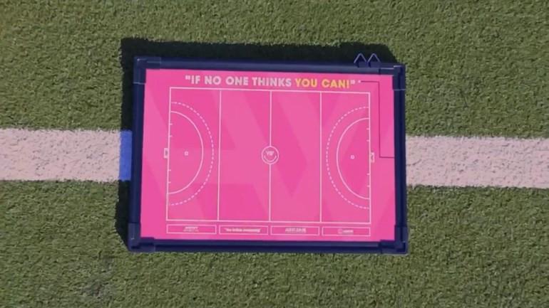 Het roze 'hockeyveld'.