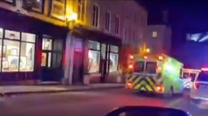De dader viel in de oude binnenstad van Quebec willekeurige voorbijgangers aan.