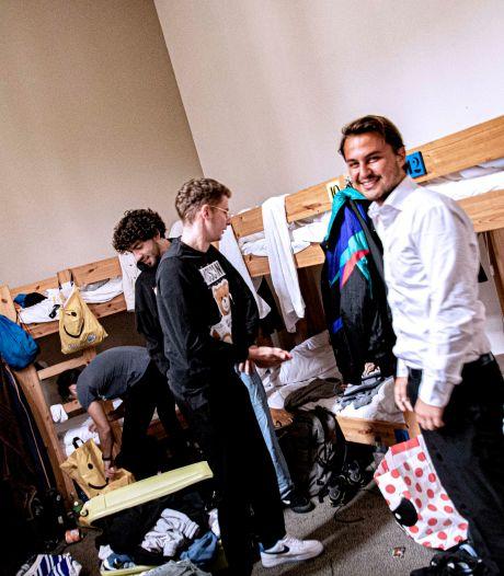 Noodgedwongen slapen internationals in hostel of op de Tilburgse camping omdat er amper een kamer te vinden is: 'Ik verlang naar eigen douche'