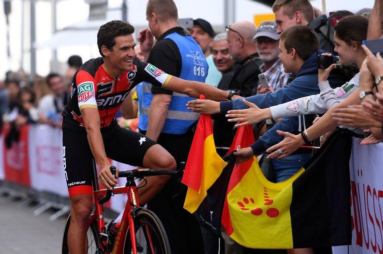 Greg Van Avermaet groet de Belgische fans aan de Grand Départ in Duitsland. Beeld Photo News