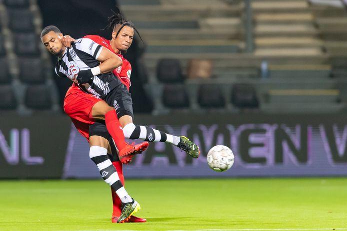 Zaterdag komen Tyronne Ebuehi (FC Twente) en Delano Burgzorg (Heracles) elkaar weer tegen.