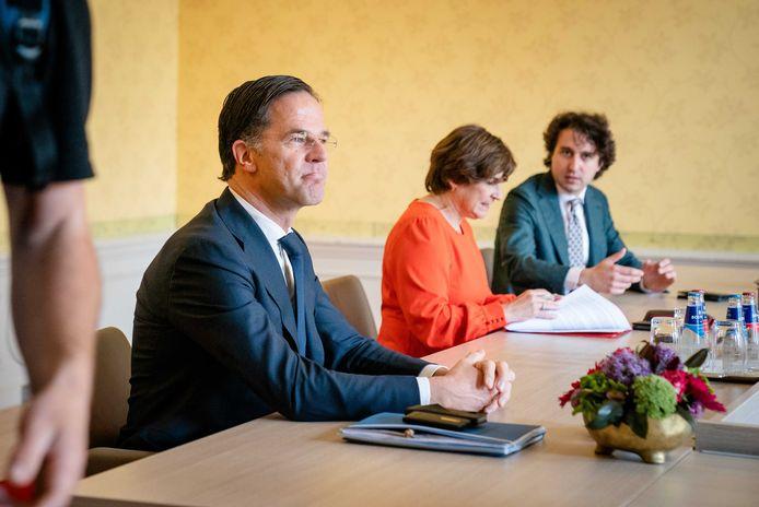 Informateur Mariëtte Hamer ontvangt een keur aan fractievoorzitters, van VVD, D66, CDA en ChristenUnie, tot oppositiepartijen Pvda, GroenLinks en SP.
