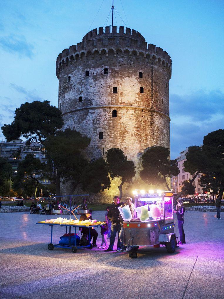 De 15de-eeuwse Lefkos Pyrgos of Witte Toren, het symbool van Thessaloniki, die eigenlijk vaalgeel van kleur is. Beeld Sanne de Wilde