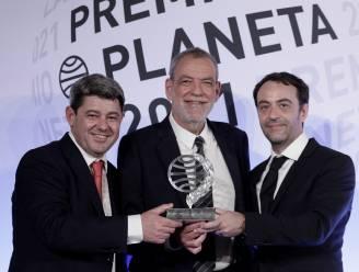 Chaos op Spaanse awardceremonie: Befaamde  schrijfster blijkt pseudoniem te zijn voor drie mannen