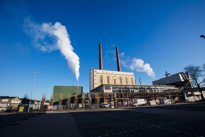 Links op de foto de biomassacentrale op Strijp-T.
