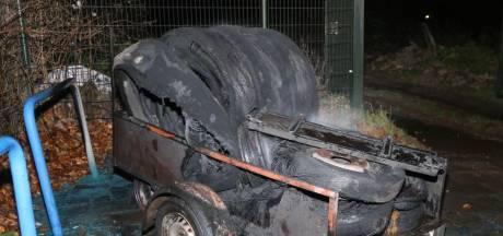 Brandweer Waardenburg heeft handen alweer vol aan oudejaarsbrandjes