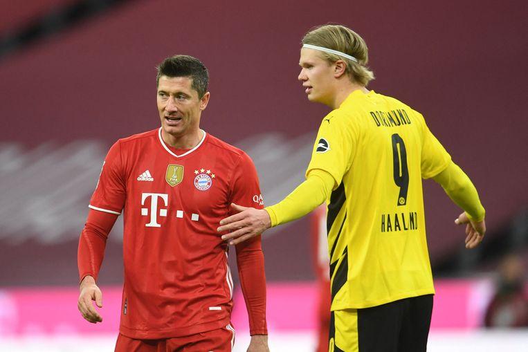 Robert Lewandowski (l) en Erling Braut Haaland tijdens het topduel tussen Bayern München en Borussia Dortmund (4-2). Beeld AFP