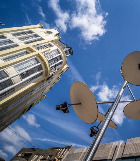 Kunstenaar boos over verdwijnen lichtkunstwerken uit Arnhemse binnenstad: 'Nieuwe palen zijn vreselijk lelijk'