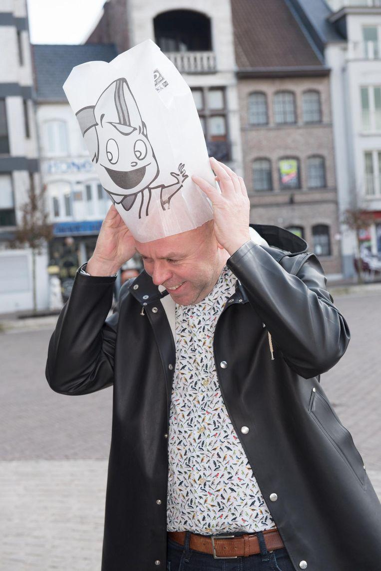 Schepen Kurt De Loor probeerde de broodzak al eens uit.