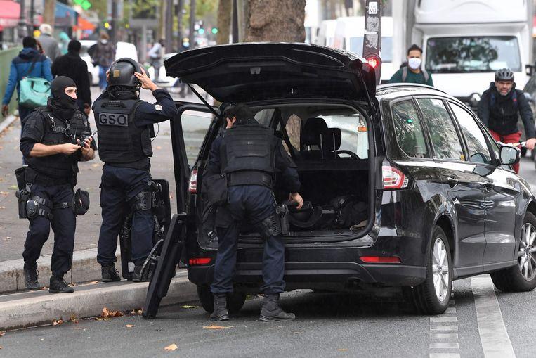 Politie ter plaatse in de omgeving van het incident. Beeld AFP
