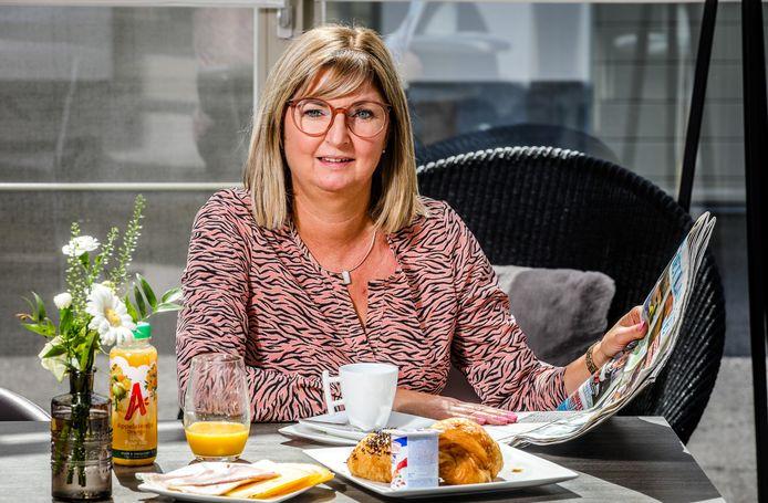 Hilde Coucke, thuis in uit Koekelare aan de ontbijttafel