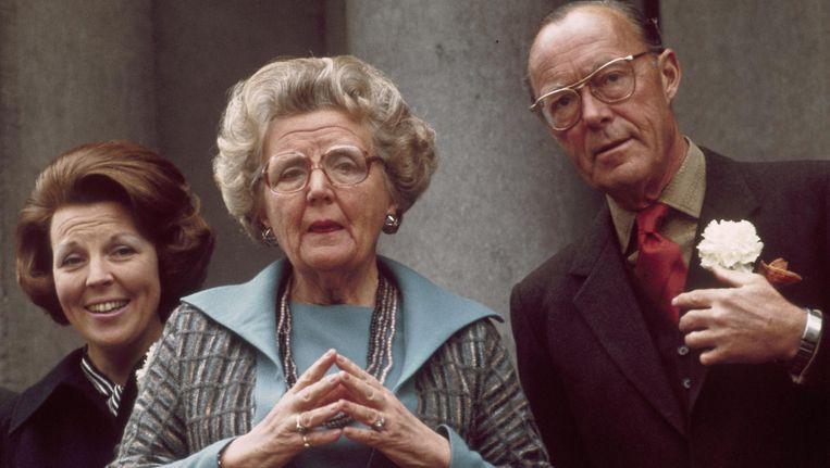 Prinses Beatrix, koningin Juliana en prins Bernhard in 1976. Beeld anp