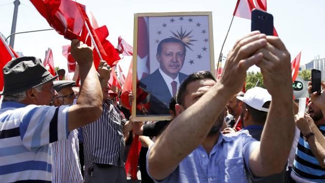 Teruglezen: Erdogan houdt grote schoonmaak na mislukte coup