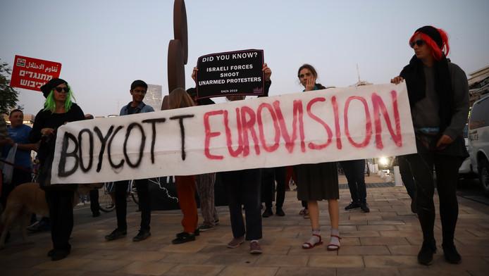 Illustration: des activistes manifestent pacifiquement contre la tenue du concours Eurovision à Tel Aviv