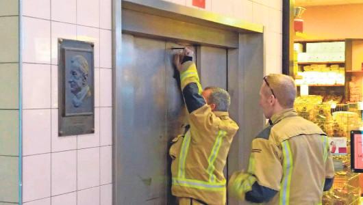 Deze week moesten er nog mensen worden ontzet uit de lift in het winkelcentrum De Sarvornin Lohmanplein.