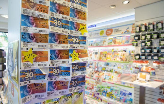 Het winnende lot (30 jaar lang 10.000 euro per maand) werd gekocht bij de Bruna in Vriezenveen.