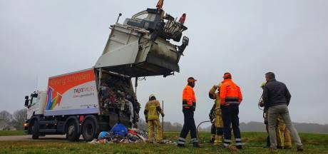 Brand in Enschedese vuilniswagen: vuilnismannen rijden snel naar veilige plek