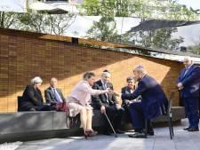 Holocaust Namenmonument geopend: 'Ik heb zo staan huilen bij het steentje van mijn moeder'