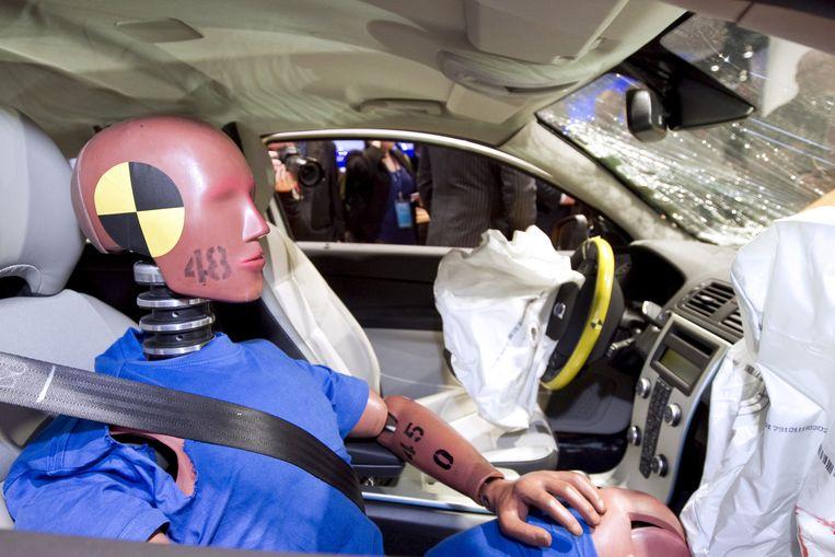 Een dummy tijdens een crashtest. Bij Franse proeven werden soms stoffelijke overschotten gebruikt in plaats van poppen. Beeld Getty Images