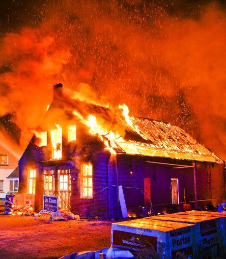 Woonhuis in aanbouw brandt af in Hoogeloon, ook tijdelijk onderkomen bewoonster verloren gegaan