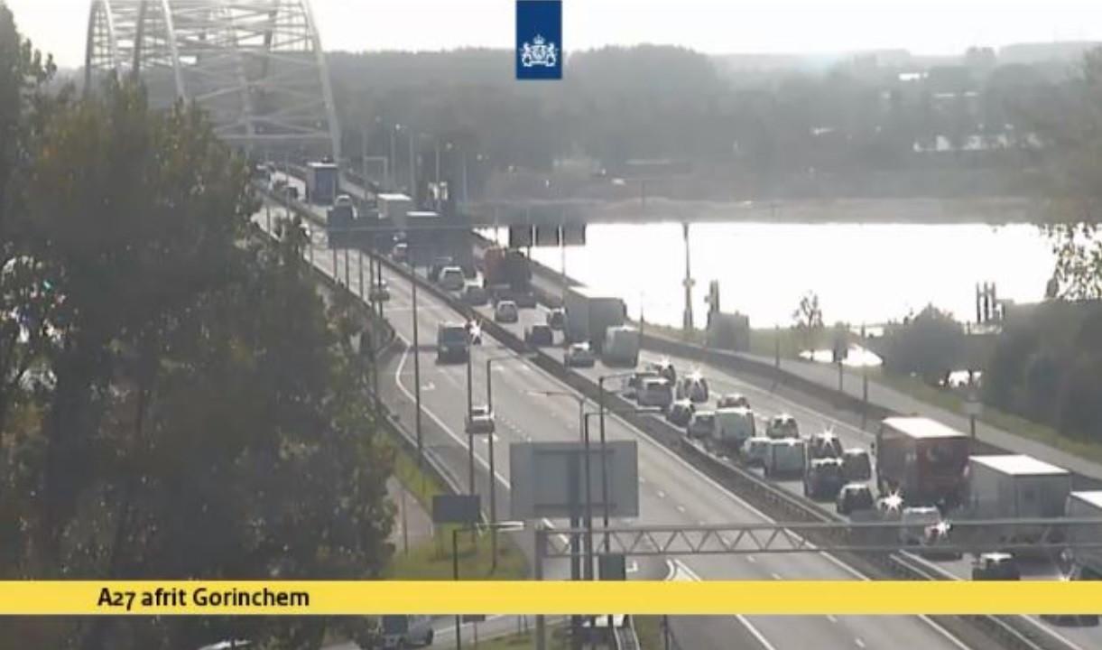 File bij de Merwedebrug richting Gorinchem.