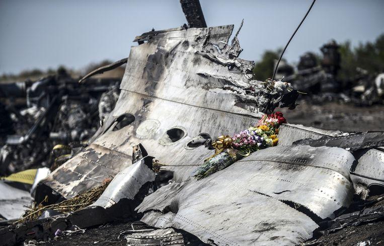 Een brokstuk van de neergehaalde Boeing 777 van vlucht MH17.  Beeld AFP
