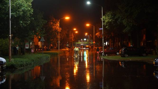 Wateroverlast in Drunen en Vlijmen: straten blank na wolkbreuk