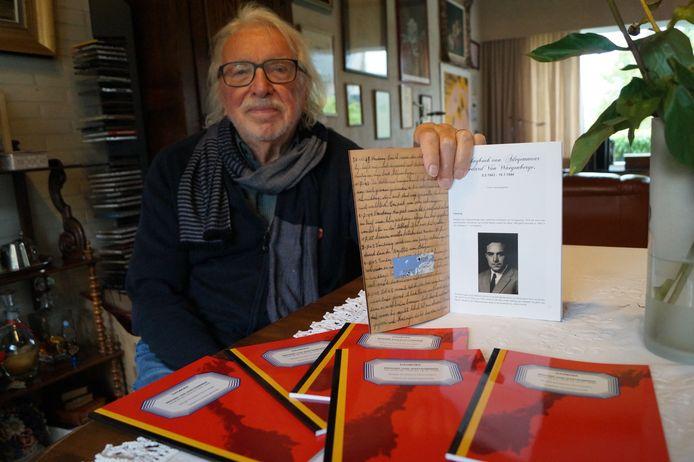Frans Vanzieleghem met het dagboek van Médard.