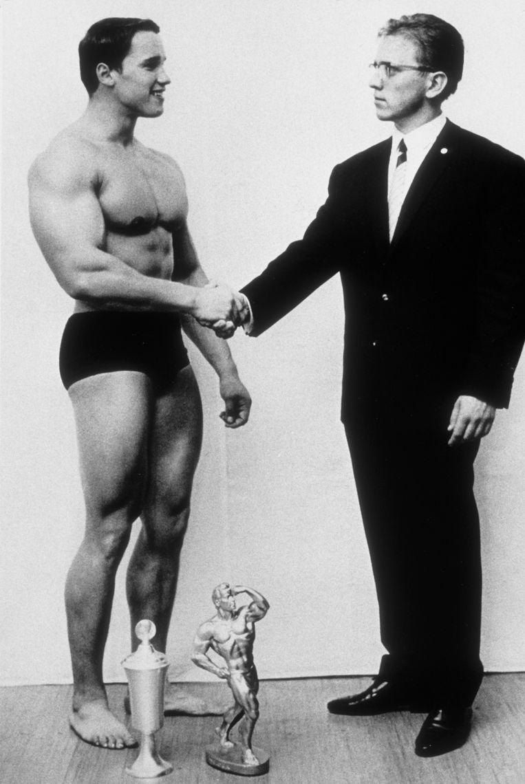 Arnold Schwarzenegger na de winst in een bodybuildingwedstrijd in Oostenrijk, 1966. Later werd hij actief in de Amerikaanse politiek.  Beeld Getty Images
