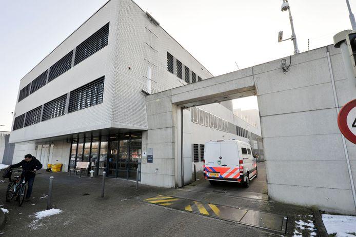 Huis van bewaring penitentiaire inrichting gevangenis Karelskamp aan Bornsestraat.