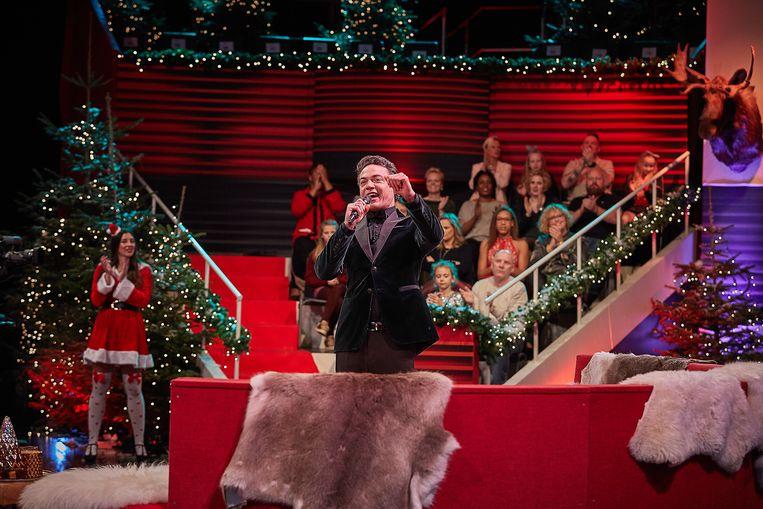 Fedja van Huêt als Maarten ter Horst, overmand door verdriet om het verlies van zijn vrouw, maar op tijd terug voor dé kerstspecial. Beeld filmdepot