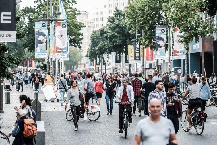 Winkeliers op de Antwerpse Meir. Beeld Bob Van Mol