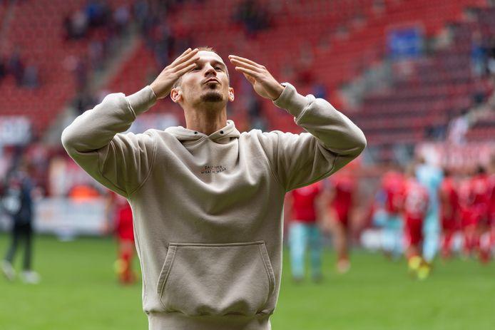 Vaclav Cerny, die hier het publiek van FC Twente bedankt, is klaar voor een terugkeer.