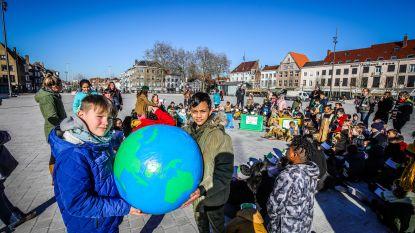 VIDEO: Liefde voor het klimaat op Valentijn: 100 kinderen lezen gedichten voor op 't Zand