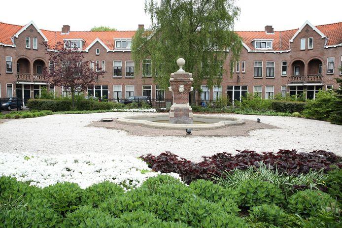 De woningen in het Patrimonium's Hof in Bloemhof worden gerenoveerd. Bewoners zijn bang dat ze niet meer kunnen terugkeren in de wijk.