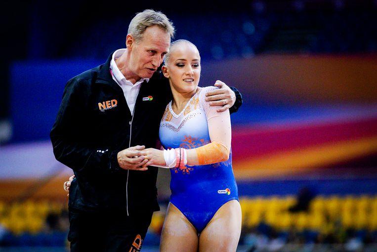 Sanne Wevers en haar vader en coach Vincent Wevers. Beeld Hollandse Hoogte/ANP