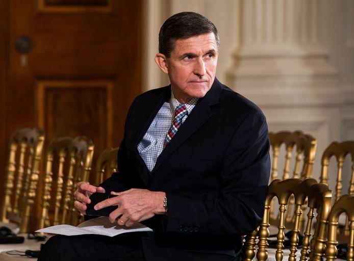 Michael Flynn stond aan Trumps zijde als zijn adviseur nationale veiligheid bij aanvang van zijn presidentschap. Nog geen maand na Trumps inauguratie als president bood Flynn zijn ontslag aan toen aan het licht kwam dat hij had gelogen over zijn contacten met de Russische ambassadeur.