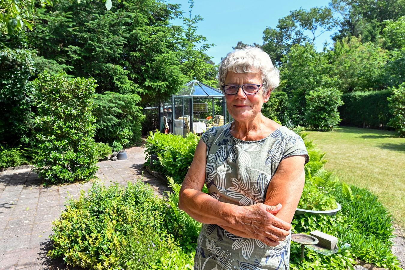 Joke Oomen heeft veel gedaan op allerlei terreinen en kreeg (net als haar man Toon een paar jaar eerder) een koninklijke onderscheiding.