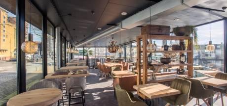 Zieltogend eendje nu mooie zwaan: na jaren ellende is kappersboot bijna open als restaurant
