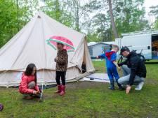 Kamperen met regen, wind en kou in het Pinksterweekend: 'Ik zou het iedereen aanbevelen'