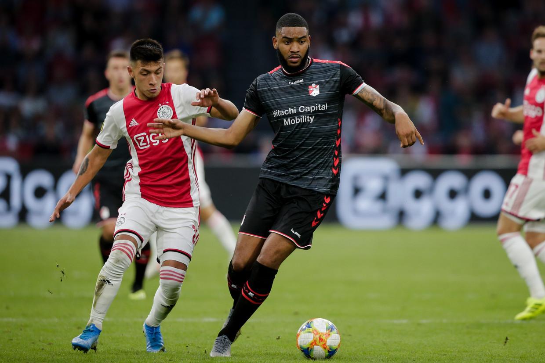 Lisandro Martinez van Ajax en Jafar Arias van FC Emmen.